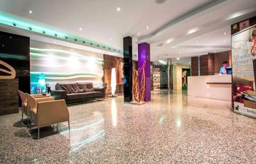 Recepción Hotel Nuevo Torreluz